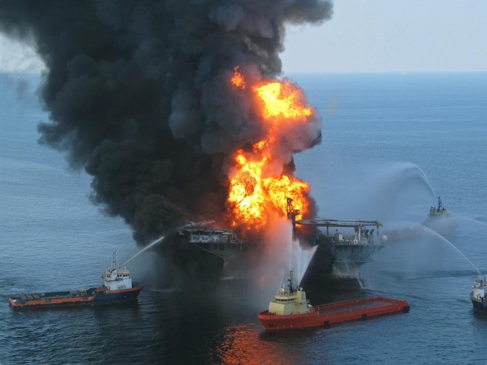 oil-rig-explosion-618704.jpg
